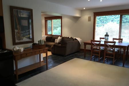 Updated  2 bedroom family suite/Walk to Village - Whistler - Haus