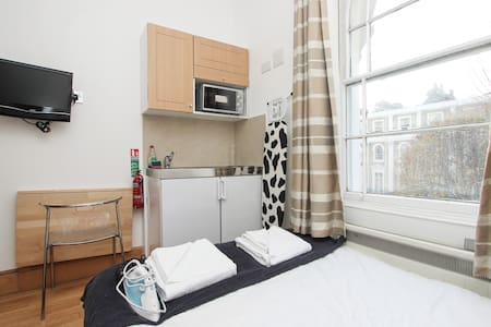 Compact Double Studio Next to Hyde Park H204 - Londra