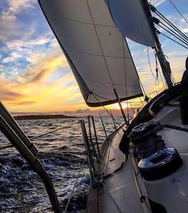 Yacht In Gozo's Scenic Harbour :) - Vene