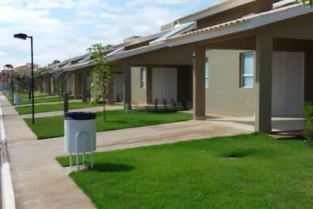 Aconchegante chalé de 2 quartos em condomínio - Caldas Novas - Chalet