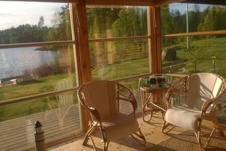 Mökki järven rannalla - Cottage