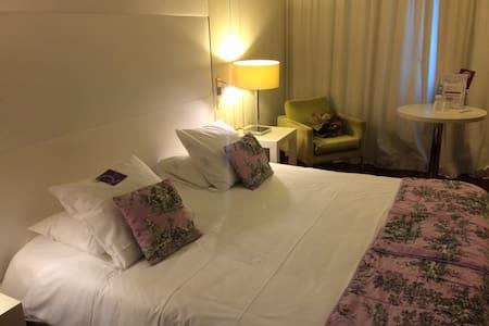 Apprtement neuf, meublé recement - Voisins-le-Bretonneux - Appartement