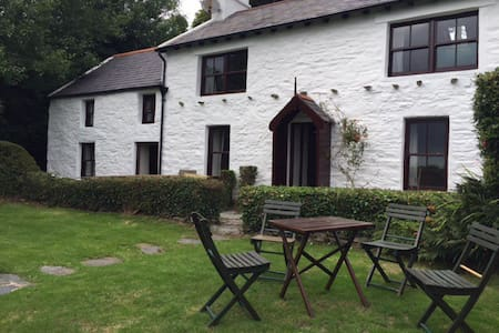Charming 400year old, 3 bed cottage - Laxey