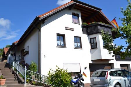 Gemütl. Ferienwohnung in der Rhön mit Balkon - Condomínio