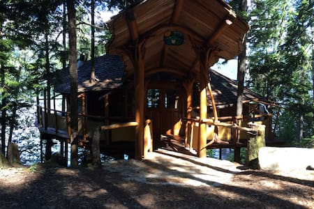 Narrows Village Off-Grid Treehouse - Sicamous