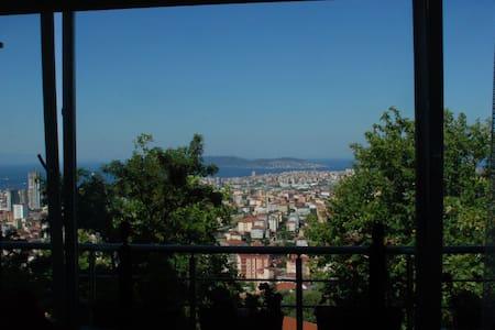 Charmant appartement avec une vue imprenable. - Kartal - Apartment
