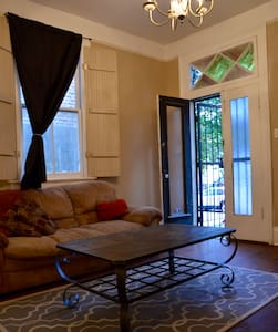 Two Blocks to French Quarter - New Orleans - Apartment
