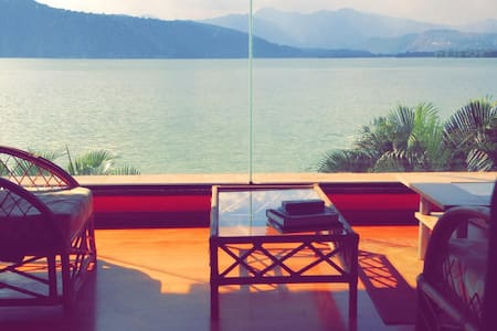 3 BedRs,pool, 2 jacuxzi  LakeHouse in Amatitlan! - Rumah