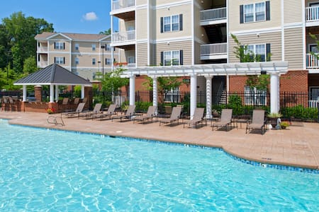 Gated Relaxing Room with Private Bathroom - Newport News - Apartment