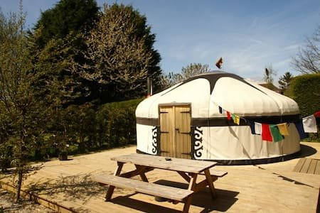 Dogwood Yurt - Brede
