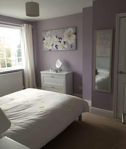 Clean and cosy bedroom in Frampton - Casa