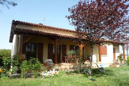 Villa avec piscine et vue sur les Pyrénées - Auch