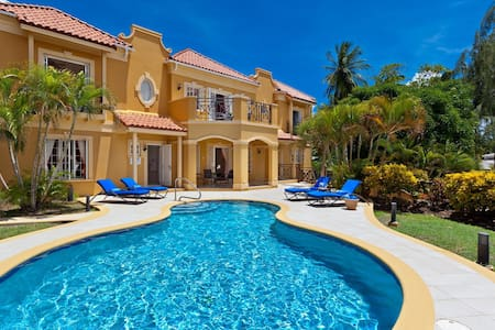 Stunning 4 bedroom villa with pool, great for groups and families - Mullins - Villa