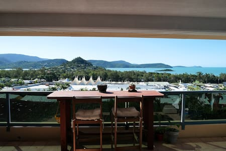 Private Room Rainforest and Coral Sea Views - Huoneisto