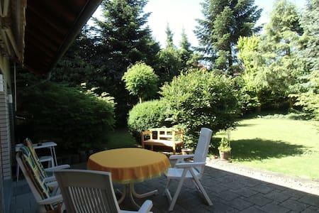 ruhige Wohnlage, Gartennutzung - Bad Oeynhausen - House