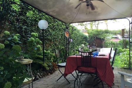 Appartamento indipendente in villa. - Villa