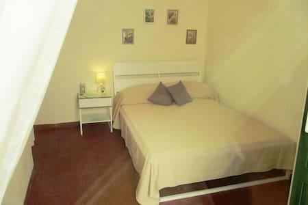 """Gelsomino""  camera con letto alla francese - San Gregorio di Catania - Bed & Breakfast"