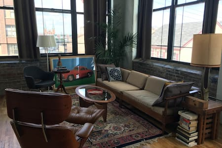 Beautiful Loft Studio Steps from Convention Center - Philadelphia - Apartment