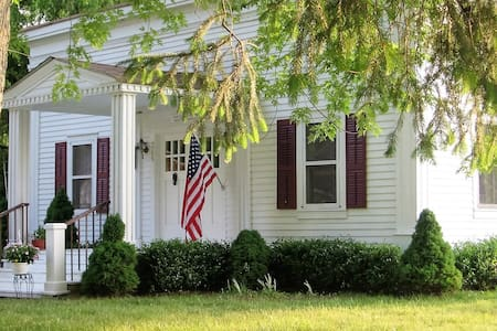 Harsens Island Bed and Breakfast - Bed & Breakfast