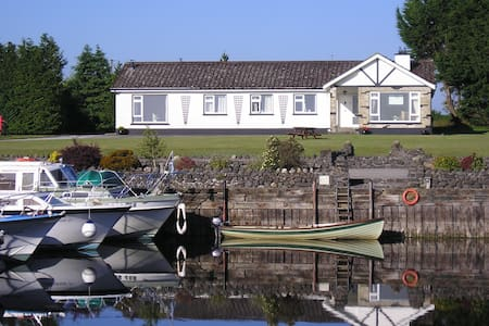 4 * S/C LAKESIDE HOUSE-ON R SHANNON - Cabin