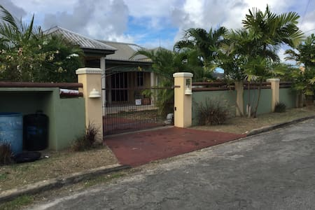 Airy gated property near transport - Dash Valley - Bed & Breakfast