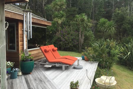 Tranquil Retreat ~ Paradise in the Trees - Whangaparaoa - Hus