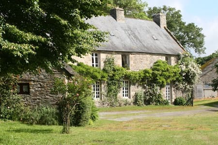 16th Century Manor House set in an acre of garden - Villa