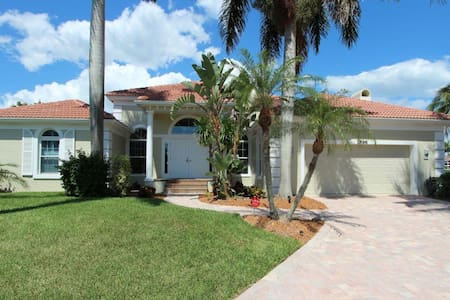 Gorgeous 4 bedroom waterfront home 1896 - Marco Island - Lainnya