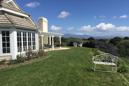Lavender Hill Ranch: Epic Hilltop Views on 7 Acres - Σπίτι