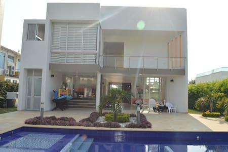 Amplia, Equipada y Acogedora casa en Anapoima - Anapoima