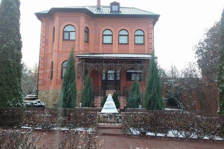 Коттедж с баней, бассейном и бильярдом - Moskou - Villa