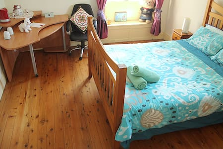 1. Queen Room Epping, Sydney 20 min - House