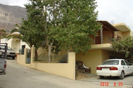 Μονοκατοικία 140 μ2 με ωραίο κηπο - Gergeri