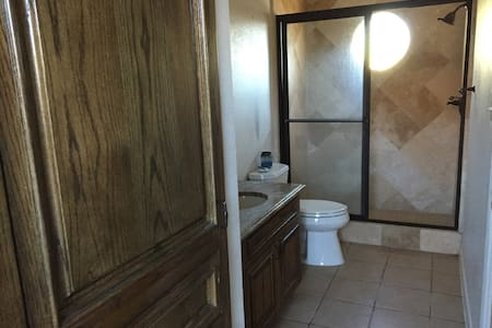 Guesthouse with Full Bathroom - Laredo - House