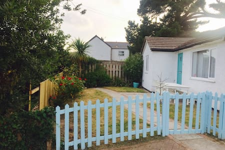 Clean and bright 3 bed cottage near Newquay - Porth , Newquay - Bungalow