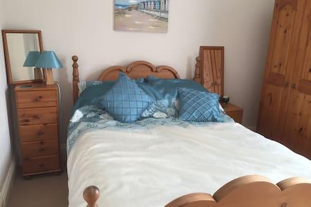Double en-suite bedroom - Huis