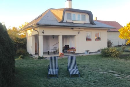 Cosy weekend house with covered terrace and garden - Guesthouse