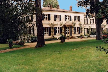 Grande maison familiale, Espace, calme, Piscine - Villa