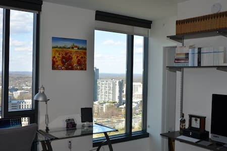 Luxury apt at Tysons Mall, Parking included - Tysons