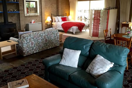 Welcome to a Studio Room on 10 Acres Hoddles Creek - Haus