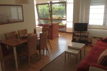Bajo de 2 habitaciones y 2 salones con gran jardín - Apartment