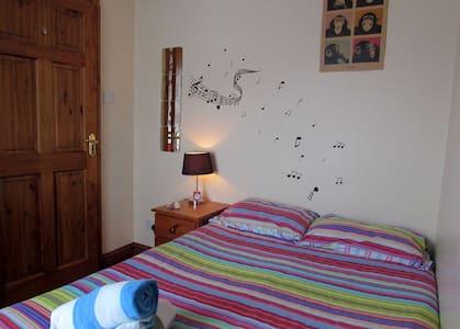 Cosy room near city centre - Casa