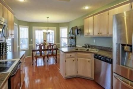Great Vacation Home Away from Home! - Louisville - Casa