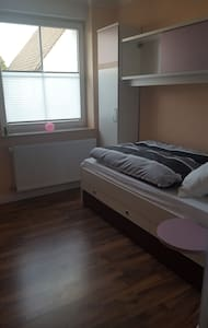 """Das """"weiße Zimmer"""" mit Einzelbett - Wohnung"""
