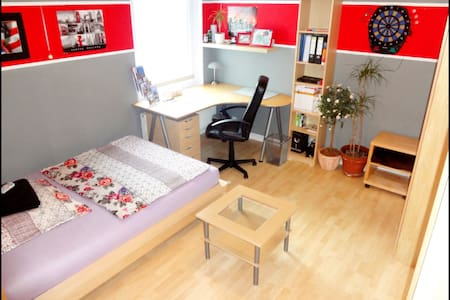 Next to University close to Fair - Appartement