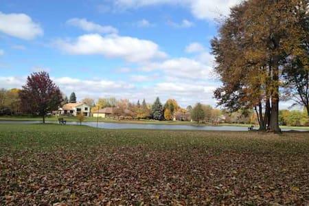 North of Michigan & Lakeview house - Farmington Hills - Huis
