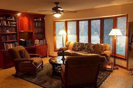 Executive Country Suite in the Woods with Kitchen - Strafford - Casa