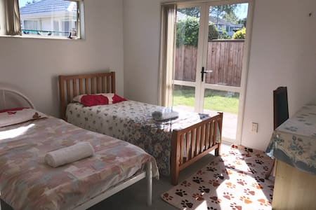 Affordable Avenue Twin Room, Close to everything! - Tauranga