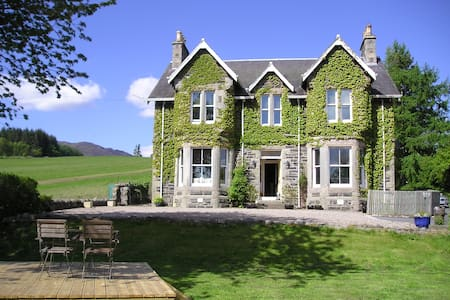 Private Hire House, Hot Tub, 5 bedrooms/5 bathroom - Pitlochry