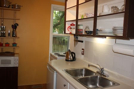 Charming & Cozy Studio Apt. in Uptown Waterloo - Waterloo - Lakás